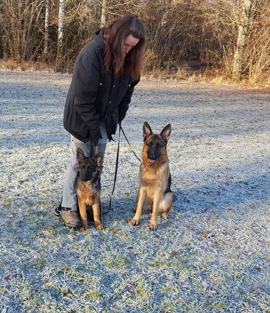2015-12-01 Wanja och Qwinja, Marie håller i kopplet.