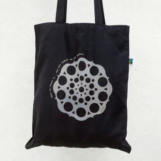 Väska med silverfärgat reflex tryck -