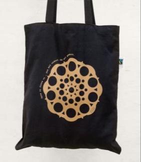 Väska med kopparfärgat reflex tryck -