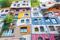 Hundertwasser Haus är en ikonisk byggnad som färdigställdes 1985 och är ett utmärkt exempel på expressionistisk arkitektur