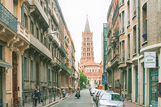 Katedralen i Saint-Sernin är ett etappmål på pilgrimsrutten till Santiago de Compostela. Foto: Nevskii Dmitri