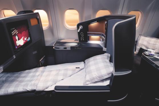 I SAS Business får du bekvämligheter utöver det vanliga. Njut av det extra benutrymmet eller sträck ut dig på det helt liggande sovsätet. Eller jobba effektivt, om du hellre vill det.