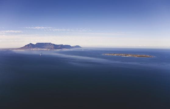 Robben Island med Table Mountain syns i fjärran, Kapstaden.