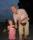 Sara 6 år vandrar hemåt i sommarnatten med morfar Curt