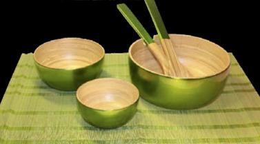Lackade bambuskålar tillverkade av hantverkare i marginaliserade grupper och etniska minoriteter i Vietnam.