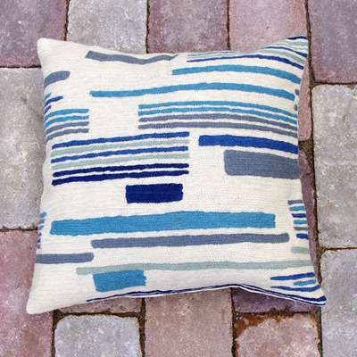 Ull/Wool - Kuddfodral/Cushion cover - Handbroderade kuddfodral/Hand embroidered cushion cover - blå vit/blue white