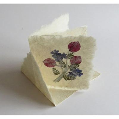 Handgjort papper/Handmade paper - Blomsterkort/Flower card - Blomsterkort/Flower card - 10x10
