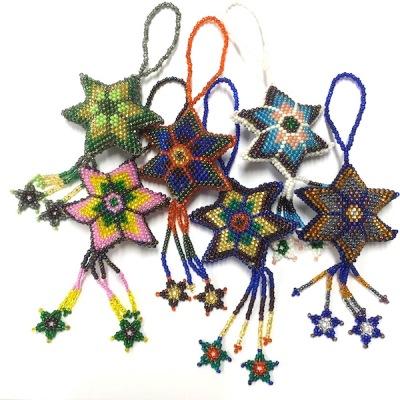 Dekoration: Stjärna av pärlor - Dekoration Stjärna - Kulör