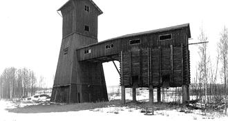 Sophiagruvan ligger ca 1 km sydväst om Storgruvan i Bispberg. Den bröts i två omgångar, såväl på 1800-talet som i mitten av 1900-talet.   Anläggningen från 1950-talet bestod en enkel trälave med malmficka och ett mindre spelhus. Malmen kördes till anrikningsverket i Bispberg med lastbil. Idag finns inga gruvbyggnader från Sophiagruvan kvar på gärdet nedanför Bispberg mot Säter. Bilden är tagen 1983, strax före rivningen.