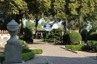Väsby kyrkogård vårdas med hjälp av en underhållsplan