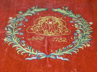 Detalj av antependium från 1732 skänkt av kyrkoherde Eric Sinius och hans hustru Catharina Maria Ingelotz