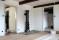 Linoljefärgsmålade foder och golvlister monteras Vattenmöllan
