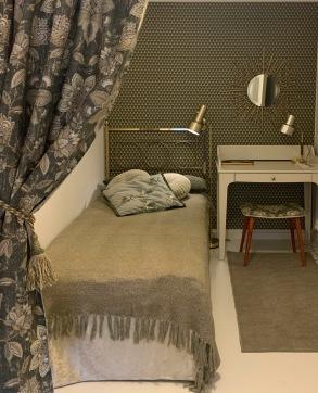 Extra säng i hallen på övre våningen
