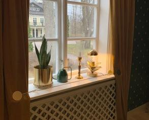 Utsikt mot herrgåren från Gröna sovrummet