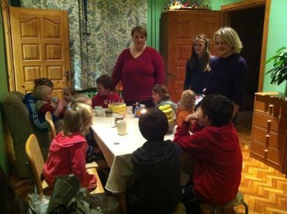 Födelsedagsfirande på ett barnhem utanför staden Birzai i nordöstra Litauen