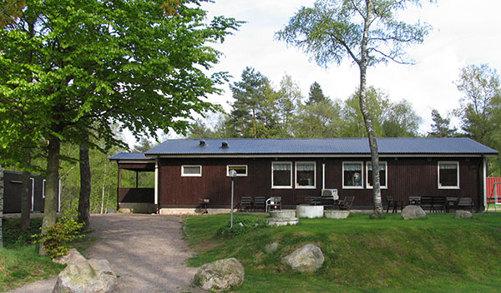 Vår klubbstuga har flera samlingsrum och kök med enklare servering.