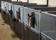 Varmförzinkat med grå plastplank och nyfikna hästar