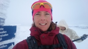 Toppen på Grofjället, snöpuls på väg upp, dimma, snö och blåst, men helt undrbart!