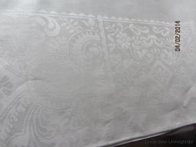 Rea! En vacker glänsande damastduk, 130 cm x 130 cm i Bästa Skick! - Rea!  En vacker damastduk!