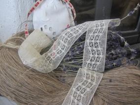 En fin antik tyllspets, oanvänd! - En fin antik tyllspets.