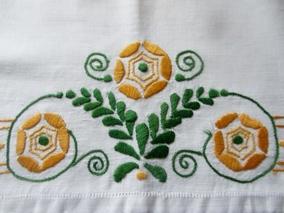 En praktisk tvättpåse fint handbroderad, bästa skick! - En praktisk tvättpåse i linneväv och handbroderad.