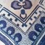 Ett fantastiskt hantverk till!  Linneduk i blå-lila nyanser! NYSKICK!