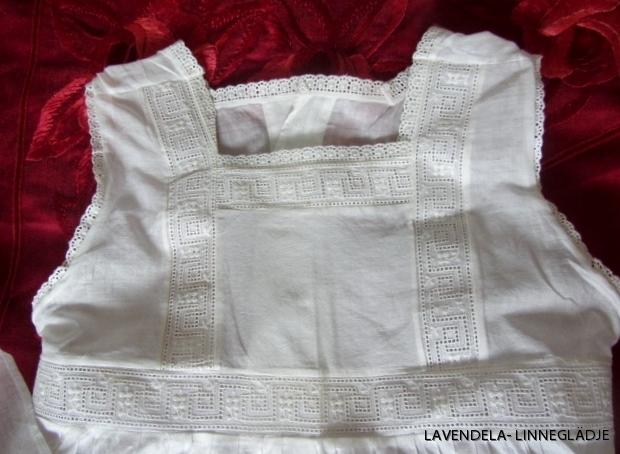 Övre delen av klänningen.