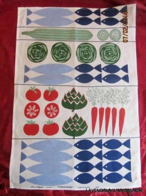 Erbjudande! Midsommarblomster design, Britt Emanuelson, 79 cm lång och 55 cm bred. I härligt linne och välbevarad.