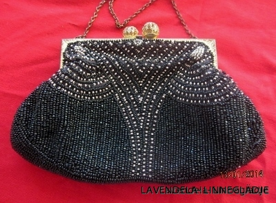 En Mycket vacker och elegant aftonväska, 18 cm x 12 cm snygg inuti och i övrigt i bästa skick, Ett Vintage Fynd!