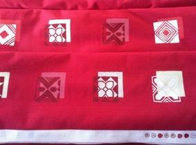 UTFÖRSÄLJNING! Designtyg i rött och två större tygstycken! - Snyggt bomullstyg i rött.