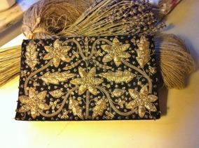 UTFÖRSÄLJNING! En mycket elegant handgjord aftonväska i broderade guldtrådar. - REA! En handbroderad aftonväska!