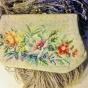 En mycket vacker broderad aftonväska i petit point  - En mycket vackert handbroderad aftonväska.