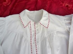 En ny fast gammal bomullsskjorta till folkdräkt. - En ny fast gammal skjorta till folkdansen.