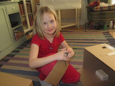 Vår fina Melina som är 8 år och älskar att pyssla.