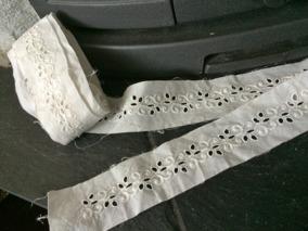 En ljuvligt vacker handsydd brodyrspets! Vilket hantverk, 4 m. - En ljuvlig handsydd brodyrspets. Spetsen är unik!