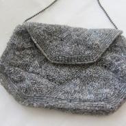 En vackert glänsande handbroderad väska!