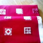 UTFÖRSÄLJNING! Designtyg i rött och två större tygstycken!