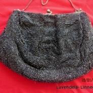 Erbjudande!  En fin och snygg aftonväska i svarta glänsande pärlor.