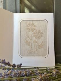 En vackert handvävt kort i linnedamast. - Fraktfria. Ett handvävt kort med prästkragar. Design: G. Mårtensson