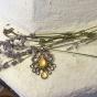 Ett halsband m.hänge m. stenar , strass och ett halsband 90 cm långt