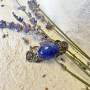 En mycket vacker brosch i silver och blå sten. Nyskick!