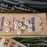 Antika handsydda små underbara knappar. Oanvända!