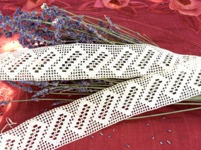 Två fint handvirkade spetsar över 3 meter. Onvända! - Två handvirkade spetsar över 3 meter.