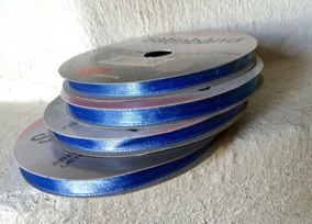 UTFÖRSÄLJNING! Fint satinband i mellanblått, 10 m. Nyvara! - UTFÖRSÄLJNING!  10 meter satinband i mellanblått.