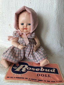 En söt Rosebudsdocka i orginalkläder och i absolut bästa skick! - En mycket söt Rosebudsdocka.