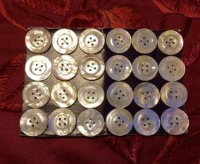 Antika pärlemoknappar, 24 stycken,  på orginalkarta, 20 mm. Oanvända! - Antika pärlemoknappar
