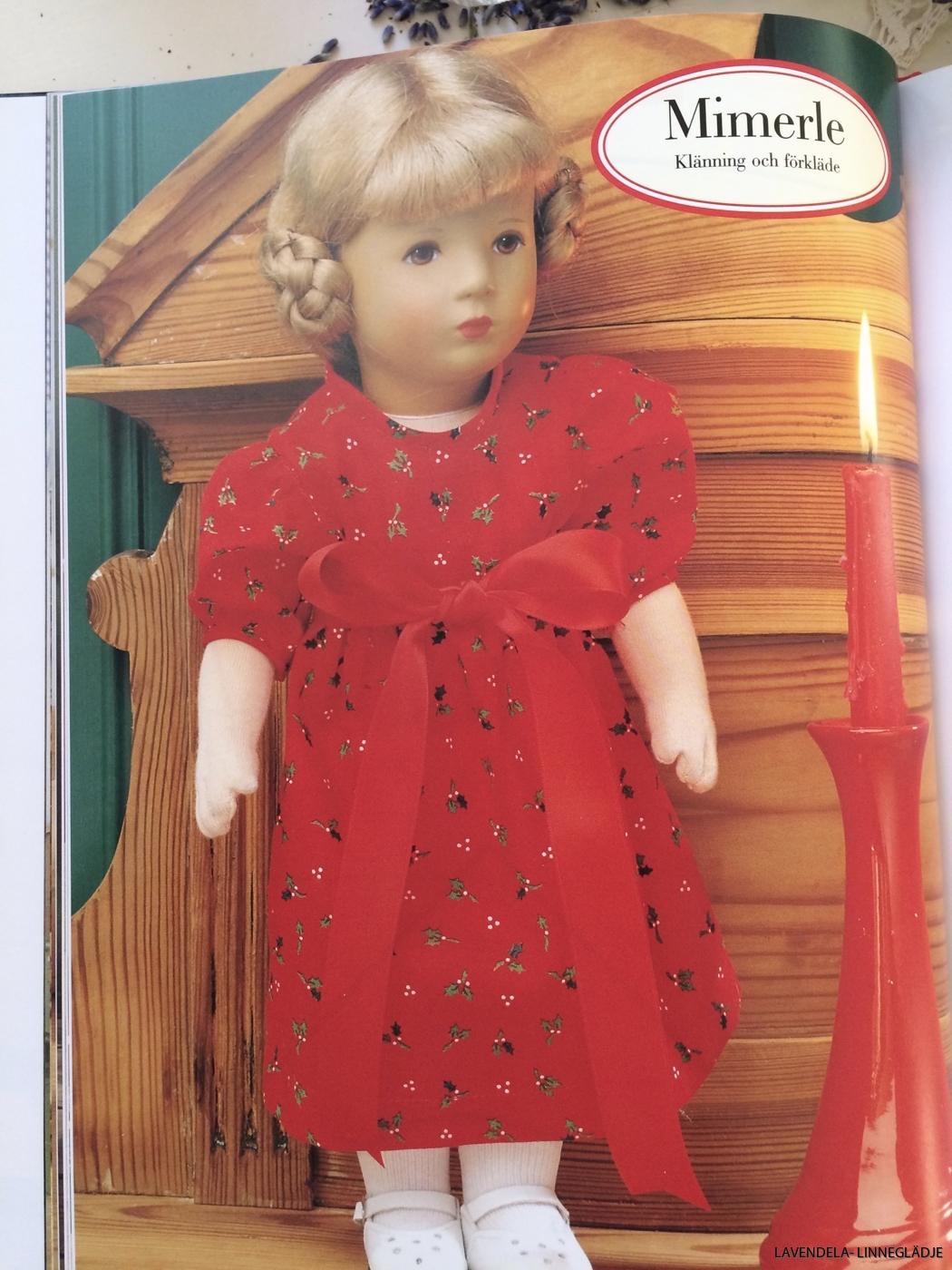 En röd fin klänning.