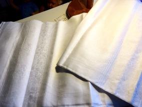 En vacker damastduk med vacker linneglans! 180 cm x 160 cm. Nyskick! - En vacker damstduk till julpris!