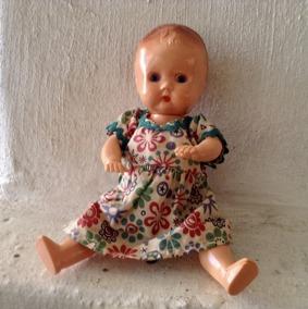 REA! En söt äldre Rosebud, 20 cm. Bästa Skick. Orginalklädsel. - Rea! En sör Rosenbud 20 cm i orginalklänning.