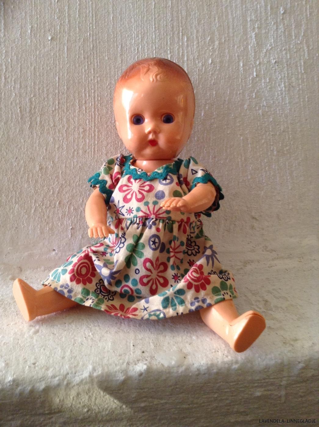 dockan är 20 cm lång.